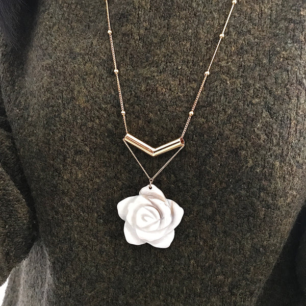 Shell flower statement necklace