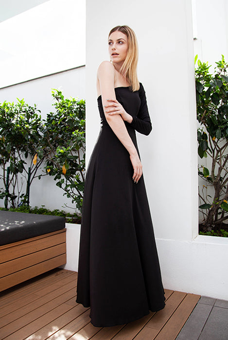 (NEW!) Savanna Classic Black Toga Sleeved Maxi