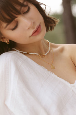 White clasp necklace gold plated