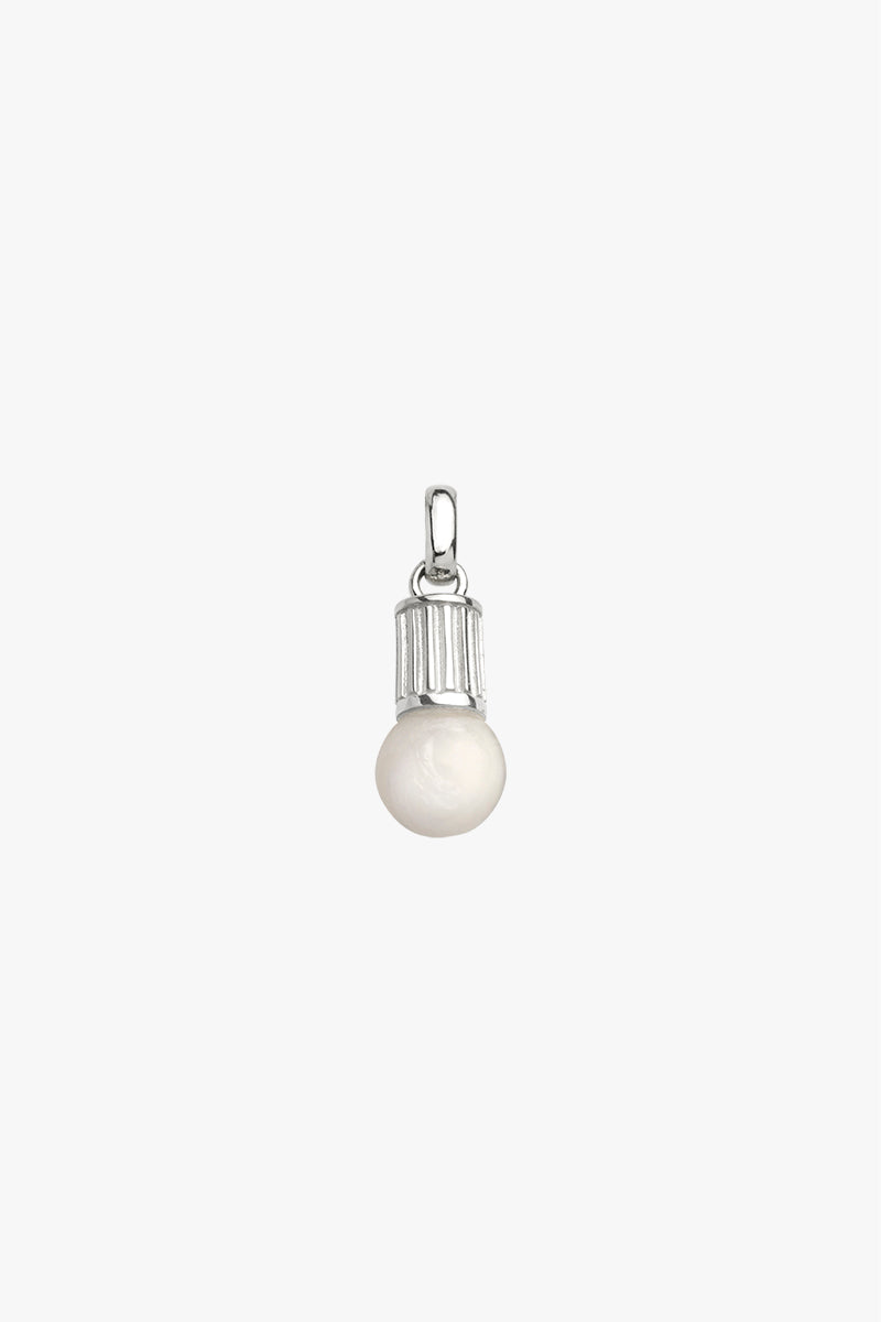 Illuminating pendant silver