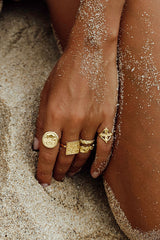 Palm leafs pinky ring gold