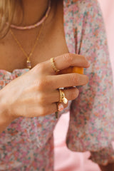 Dreamy shell pinky ring gold