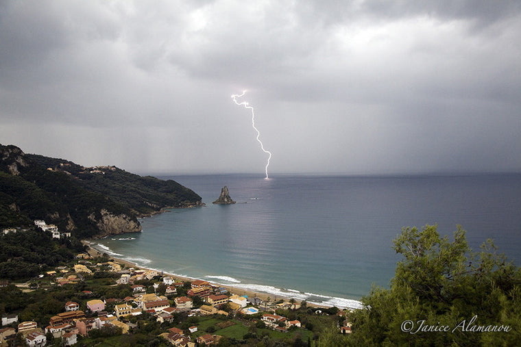 L0122 Lightning Strikes the Bay