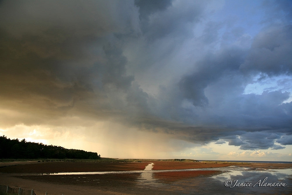L8663 Storm Clouds over Cross of the Bay. Holkham