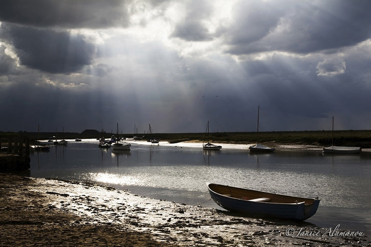 L9229 Sunbeams over the Staithe