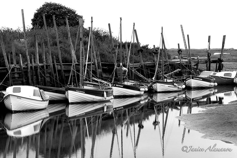 LB17bw Blakeney Crab Boats