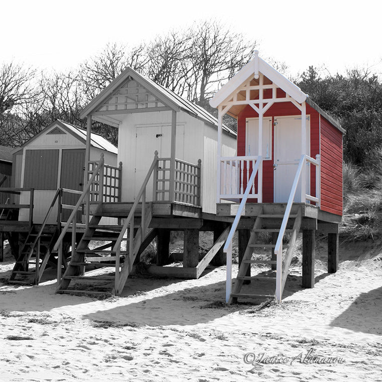 LBc315sqbwc Red Beach Hut
