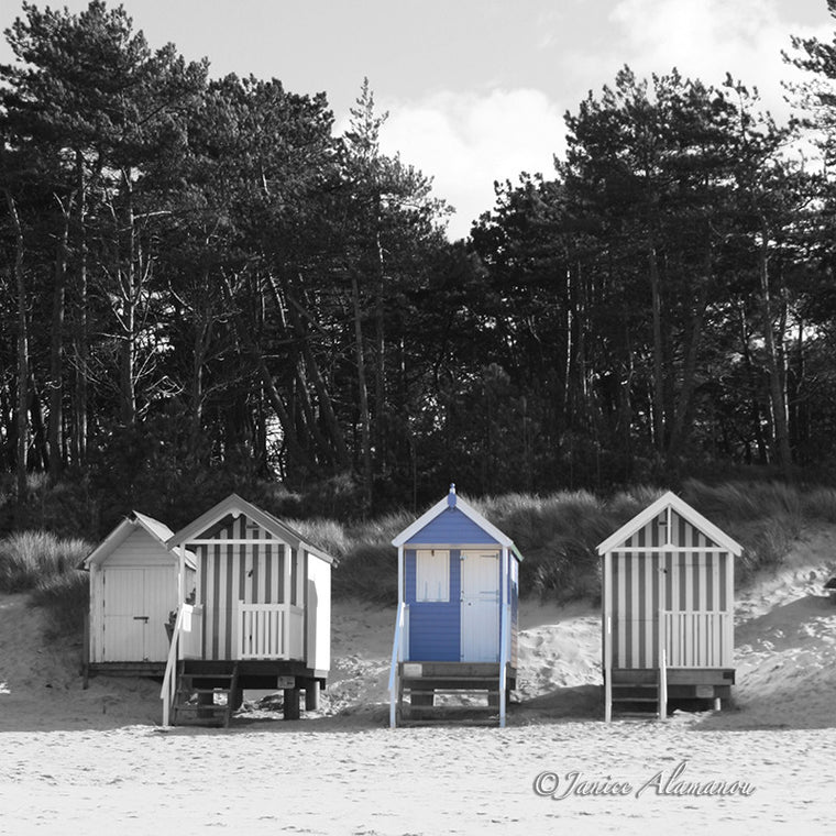 LBc328sqbwc Pale Blue beach Hut