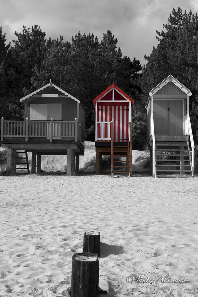 LBc640514 Red Stripe Beach Hut