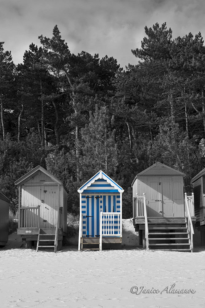 LBc641614 Blue Stripe Beach Hut