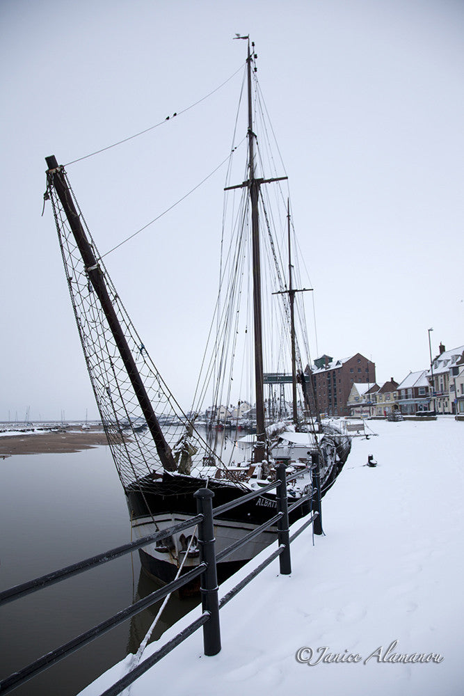 LSn760812 Harbour Snow