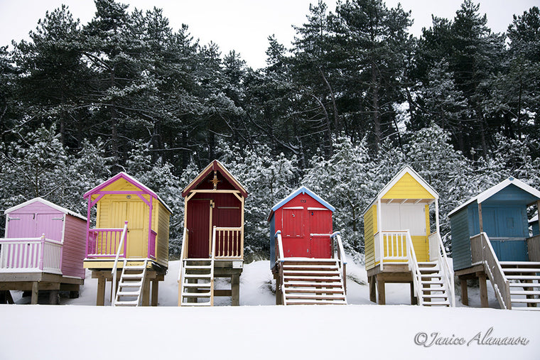 Bright Winter Huts - Photograph of Wells-next-the-sea LSn773212