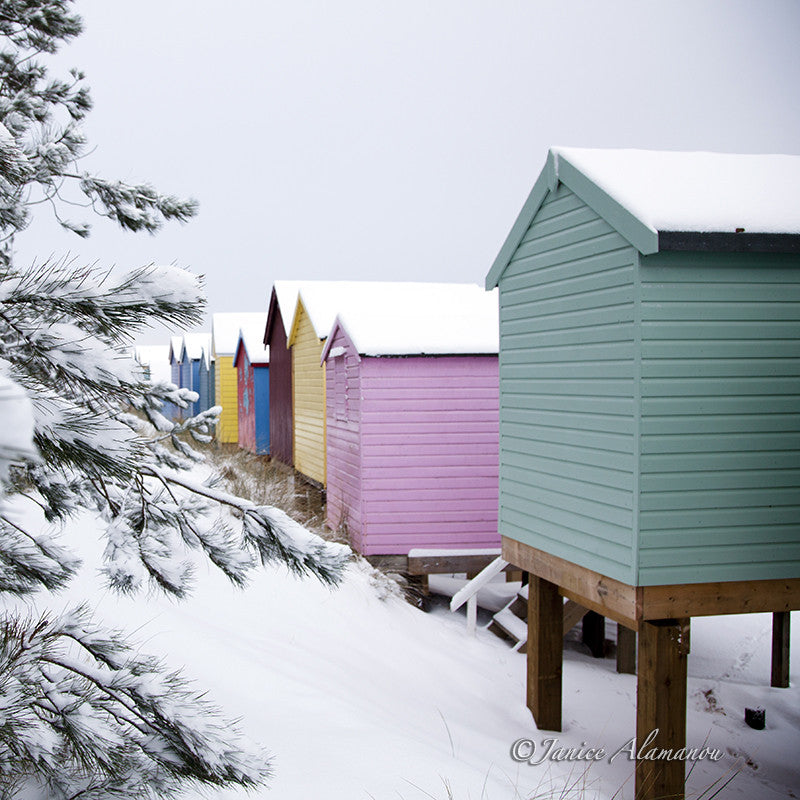 LSn774412 Pastel Huts in the Snow