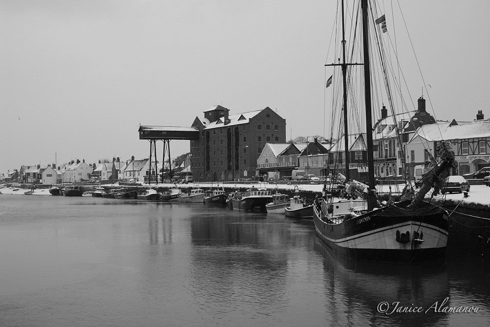 PN17bw Snow - Wells Harbour