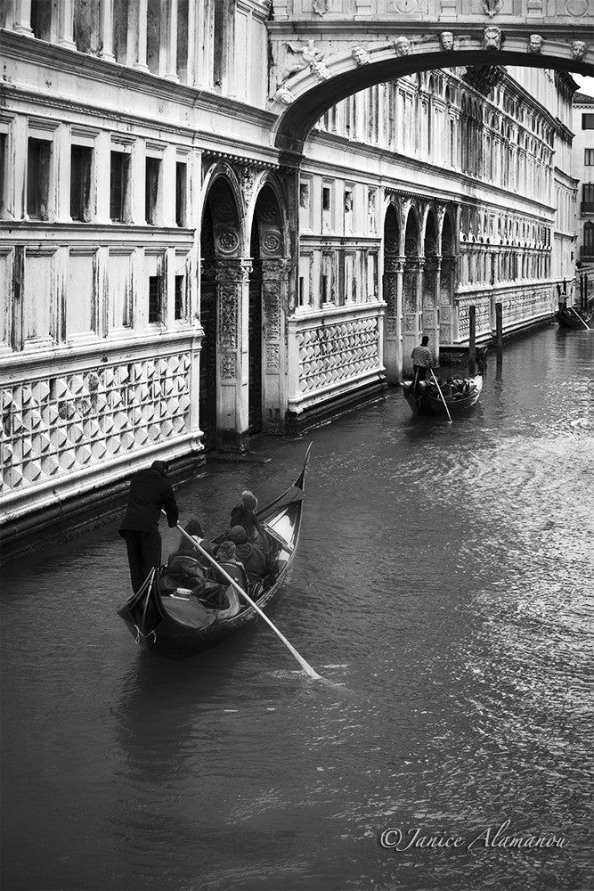 VN766815bw Under the Bridge of Sighs