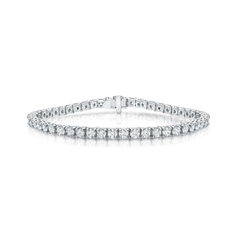 Diamond tennis bracelet in 18k white gold with four prong setting