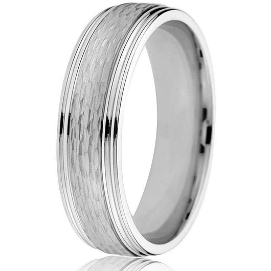 A bright engraved edge anchors this 6 mm textured centre wedding band in 14k white gold.
