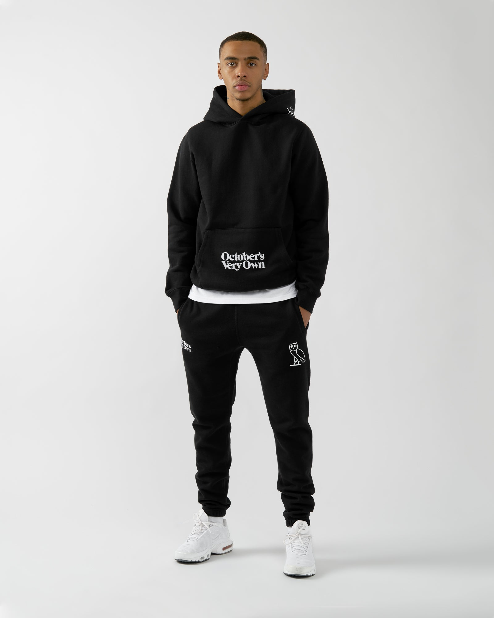 FAMILIA EMBROIDERED POCKET HOODIE - BLACK IMAGE #2