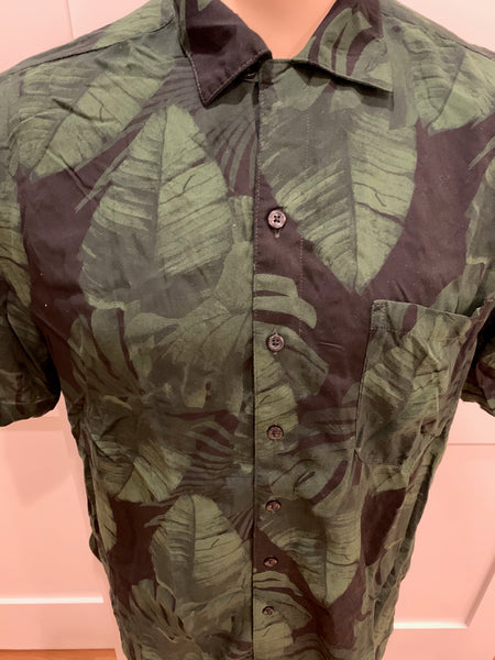 Leaf Print Collared Short Sleeve Shirt - Medium