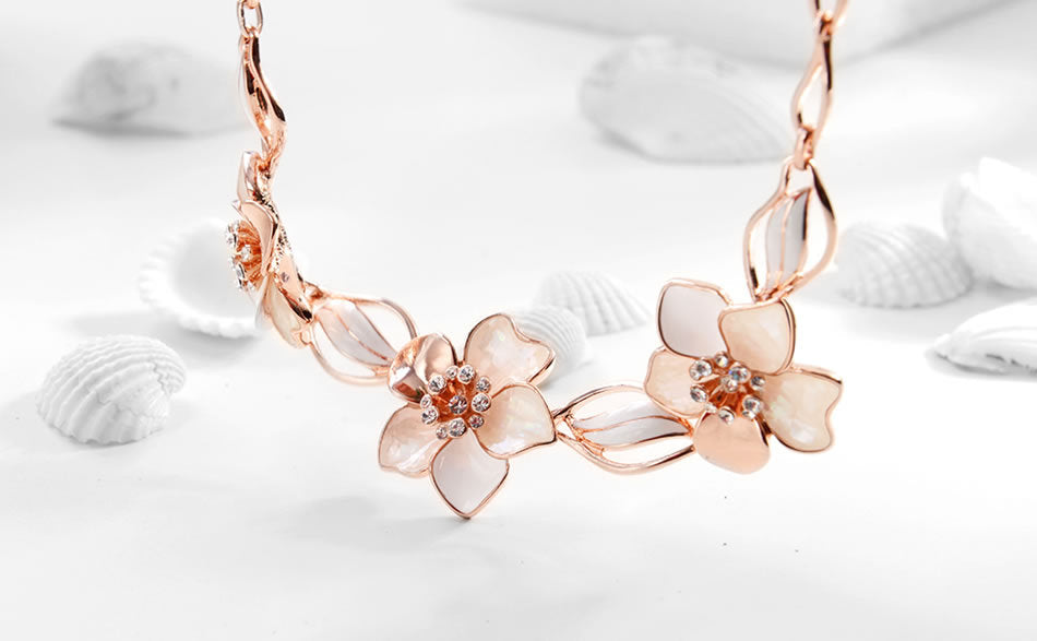 Rose Gold Flower Shell Rhinestone Crystal Necklace