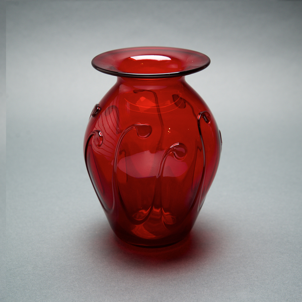 LG Ruby Lily Pad Vase by Bruce Cobb - © Blue Pomegranate Gallery