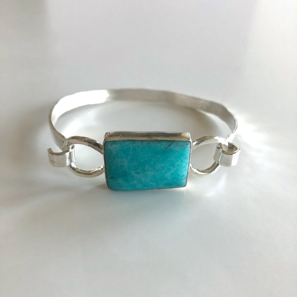 Apatite Hammered Bracelet by Cassie Leaders - © Blue Pomegranate Gallery