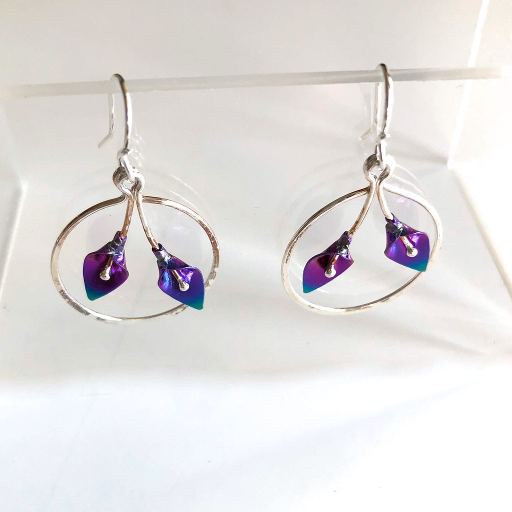 D64-ss Lily Wreath Earrings by Mark Steel - © Blue Pomegranate Gallery
