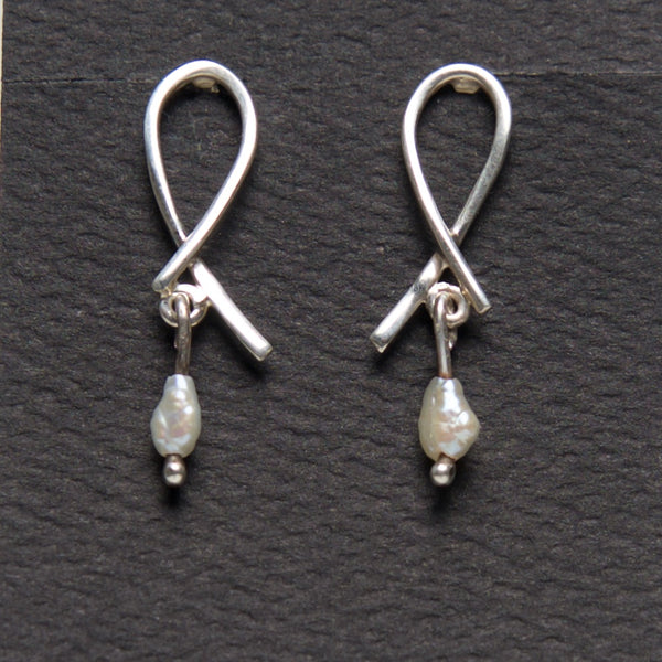 MM-E-131c Earring, Sterling w/ Rice Pearl by Margie Magnuson - © Blue Pomegranate Gallery