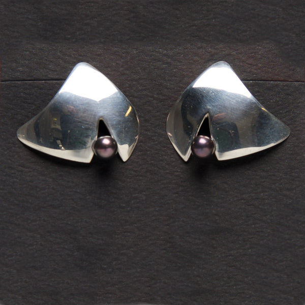 MM-E-83 Earring, Sterling w/ Black Pearl by Margie Magnuson - © Blue Pomegranate Gallery