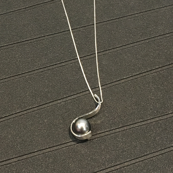 Tahitian Pearl Pendant by Cassie Leaders