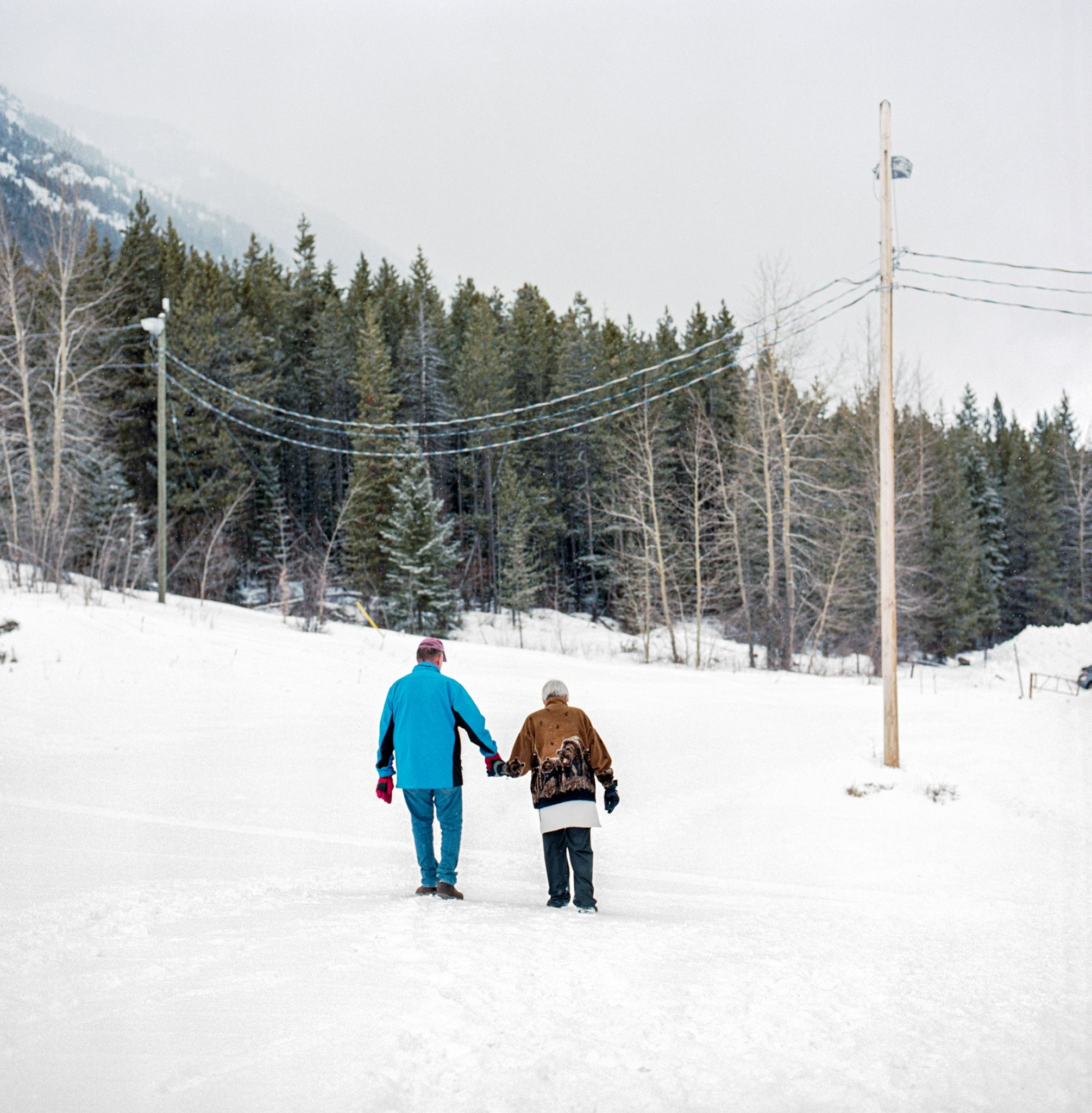 An elderly couple walks back to the parking lot after visiting Wapiti Ski Club. Photo: Kari Medig
