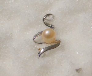 Pendant - Pearl Mount - Squiggly Pendant