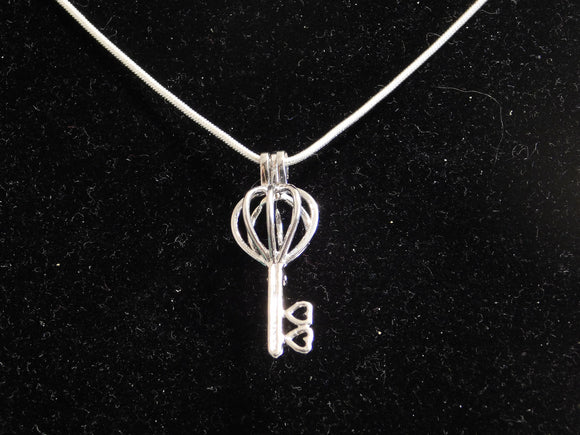 SO Pendant - Pearl Cage - Key Heart