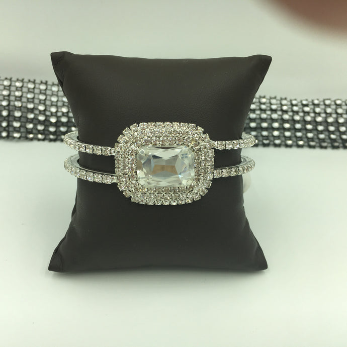 Rhinestone Oval Center Double Wrist Bracelet