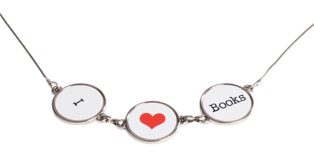 pendant I love books