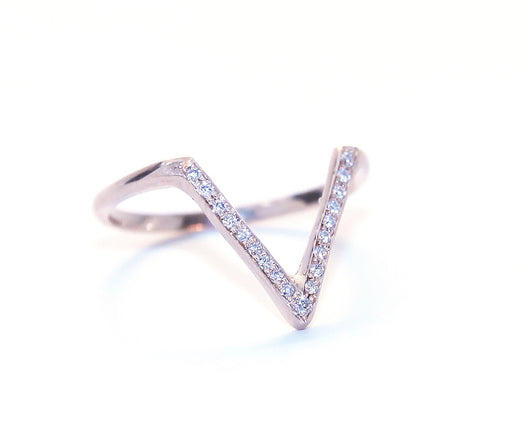 Ring: V-Diamonds