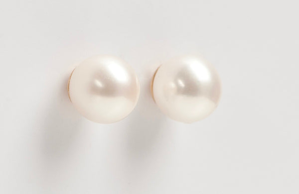 Earrings: Cultured Pearl