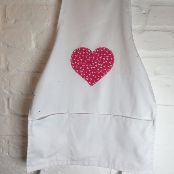 Apron with Heart motif in Flirty Flamingo