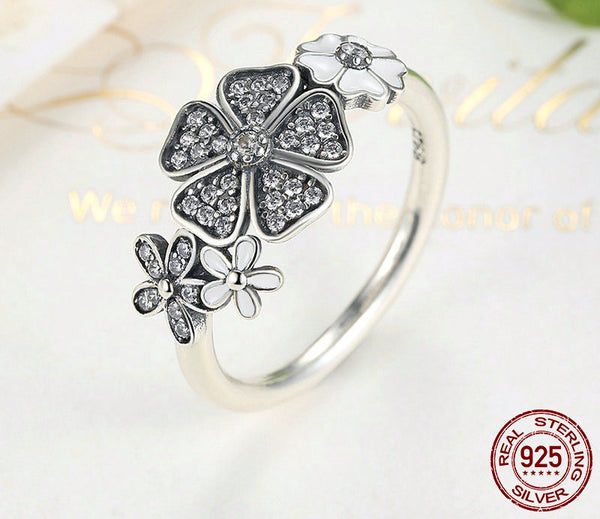 Sterling Silver Dazzling Daisy Ring - CrumelsWorld