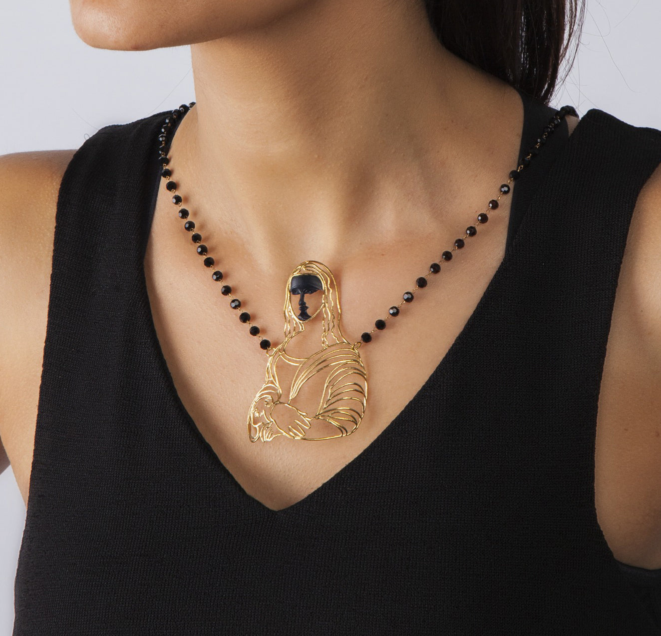 Mona Lisa pendant on woman