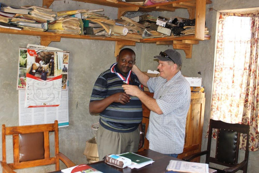 "Mike Perry brings ""Good Food Awards"" medal to Kenya"