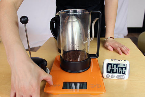 tare with coffee preheated french press pour ground coffee