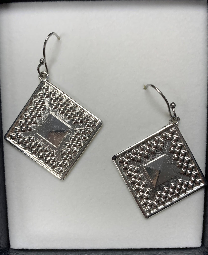 Montana Silversmiths Diamond Pyramid Earring