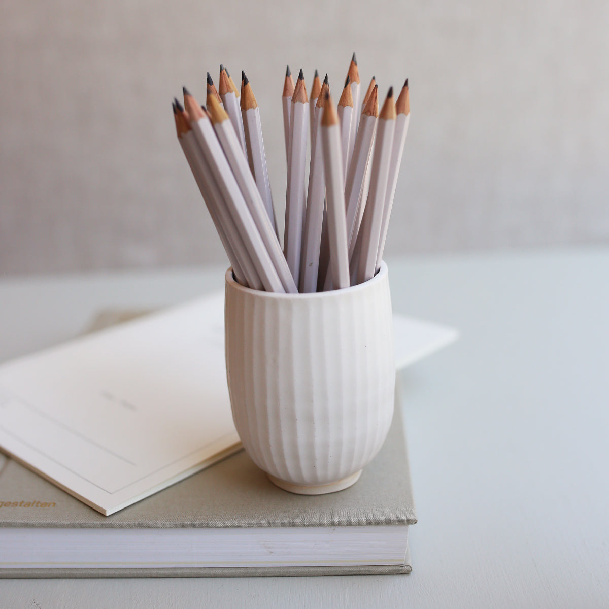 PEN HOLDER // CURVED + CEDAR WOOD PENCILS (5 PCS)