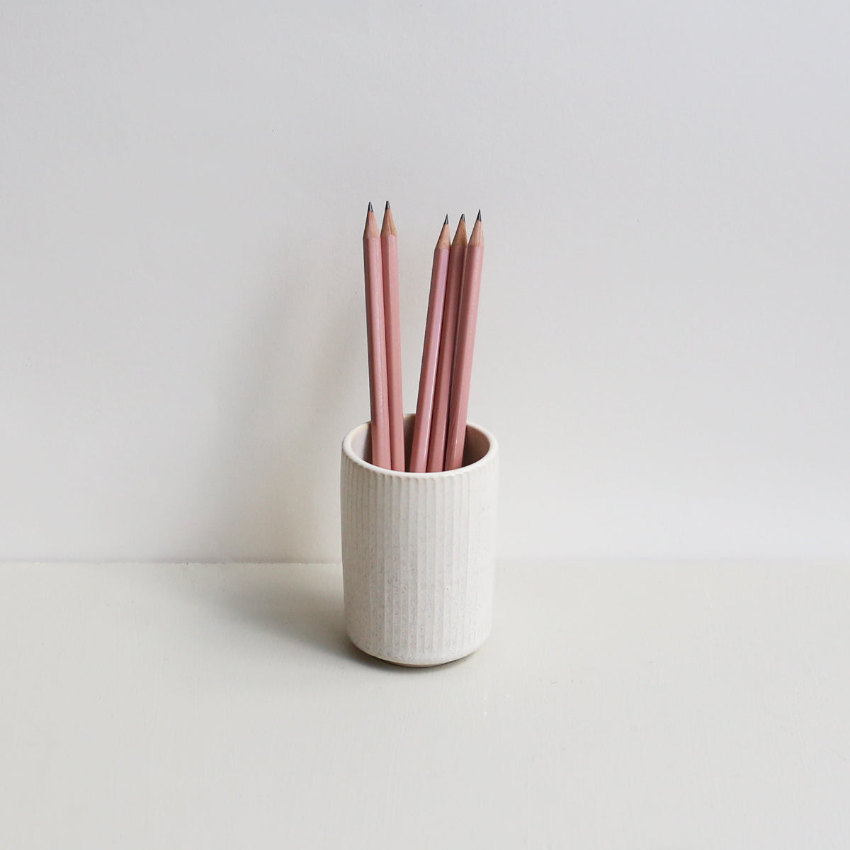 PEN HOLDER // LINES  + CEDAR WOOD PENCILS (5 PCS)