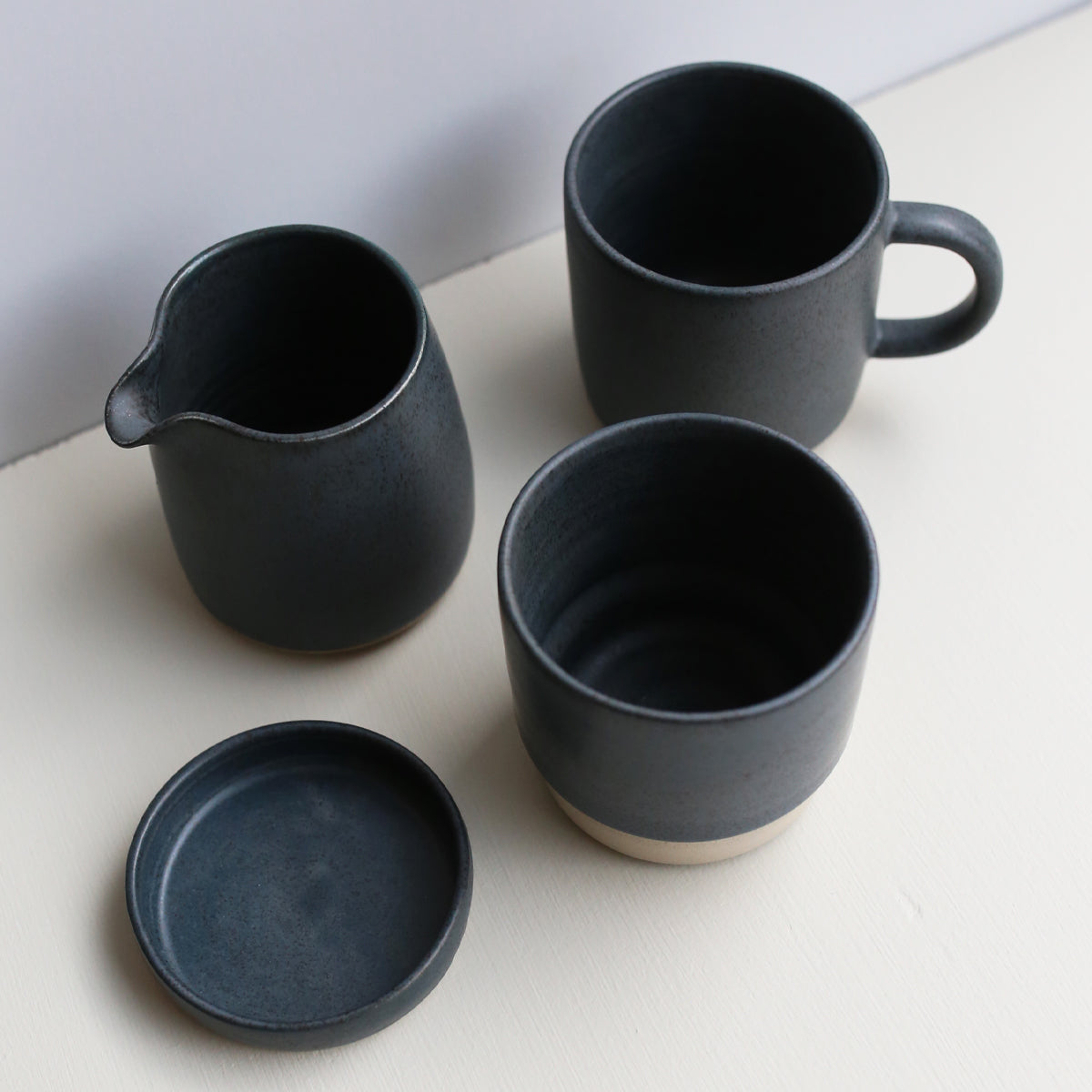 products/Oda_Mug_withhandle__Blue_02_6a77fd7a-cbab-40d5-b390-c9e17ac73912.jpg
