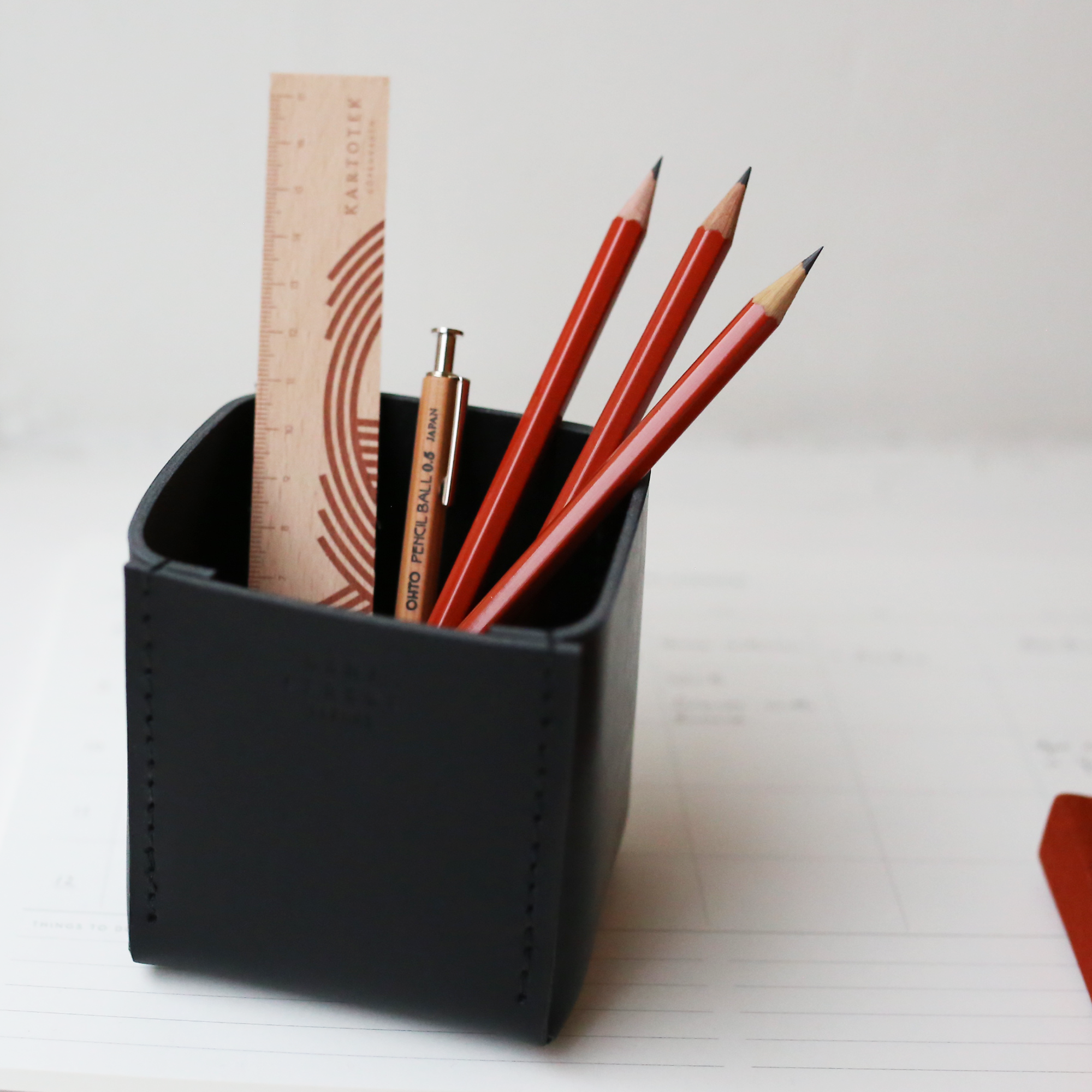 products/PencilHolder_Black_06.png