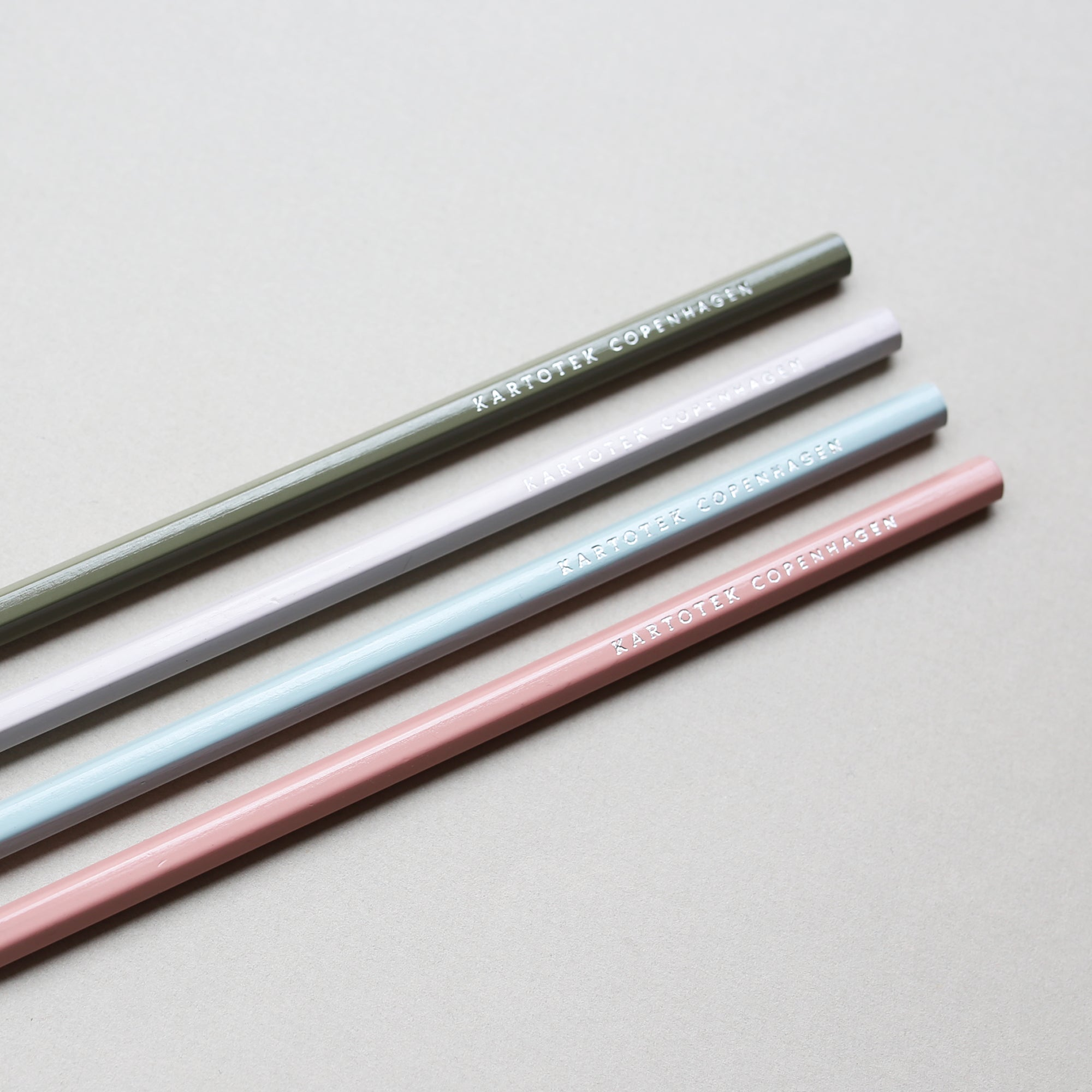 CEDAR WOOD PENCIL // PEACH