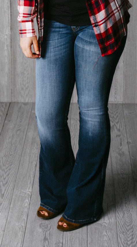 Runs large. Go down 1-2 sizes. Dark Wash faded Kan Can Jeans. Bootcut/flare. Premium denim. Super comfy and stretch.