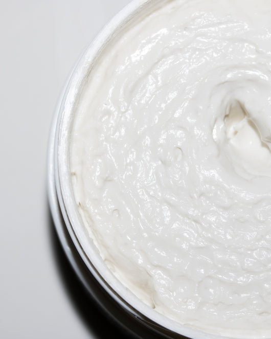 A creamy, non drying, calming face mask to soothe stressed skin and draw out impurities.